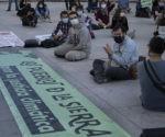 Sentada frente al congreso de los diputados reclamando justicia climática
